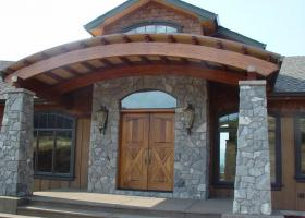 Home with stone pillar archway